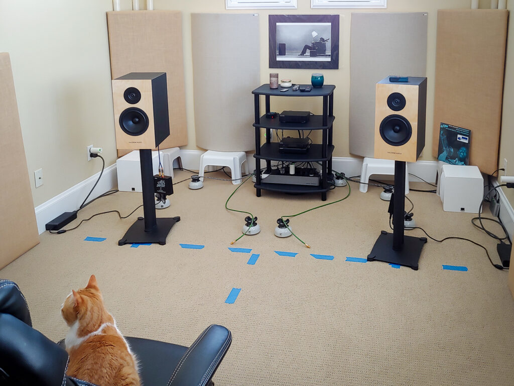 Shows speakers toed-in to the listening position